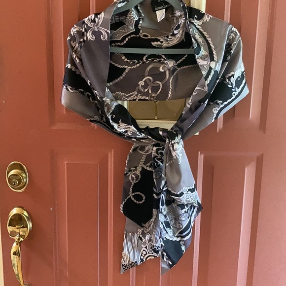 Dennis Basso Status scarf/wrap